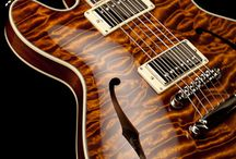 Collings I35 Deluxe - Caramel Finish