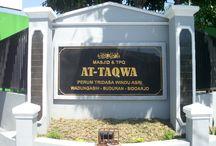 papan nama granit / jasa pembuatan papan nama granit, papan nama sekolahan, papan nama kantor, papan nama masjid, papan nama makam, papan nama gapura, prasasti peresmian, prasasti kantor, prasasti masjid, nisan makam, prasasti marmer, batu prasasti