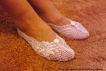 Foot lingerie / Lace footsies from As moças que costuram #foot Lingerie #lace #feet #shoes #sexy #lingerie #gift #wedding #accessory #bride #bridesmaid #peds #lace #pesdeanjo #renda #footsies #peds Encomendas por email para asmocasquecosturam@gmail.com