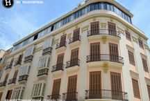 Alcazaba Premium Hostel - Málaga, Spain - #LoveHostels / The building is located in the centre of the city and was built in 1920. It has been renovated in 2015 with an impressive views of the Alcazaba castle and Alcazabilla street. There is also a restaurant, Batik, with an international menu and the cocktails are made by the best Spanish flairtenders.  The rooftop terrace that are very popular between locals and foreigners and everyone enjoys. There are shared, familiar and double rooms. See more: http://bit.ly/2hovJcv