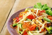 Entree Salads / These entree salad recipes from Diet.com are a great way to give your regular evening meal routine a healthy boost! / by Diet.com