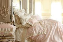 Bedrooms, Bathrooms and Dressingrooms / Fit for the queen inside of you! / by Linda de Beyer