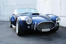 Fast & Curious / Los vehículos más increíbles del mercado. Altas prestaciones, lujo, diseño, carácter e historia. Esos coches que hacen suspirar y que sólo están al alcance del bolsillo de unos privilegiados, pero de los sueños de todos.