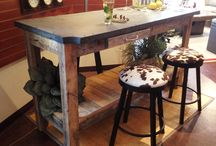 Tables industrielles - Look Industriel - Industrial Tables / Tables à dÎner en bois et ardoise, tables de bar industrielles - Design au look Industriel réusiné ou rustique / Industrial tables made with slate and wood - bar tables and dining table designs made from repurposed wood and slate - Re-purposed and recycled from billiard slate, crates and other materials