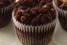 Cupcakes & sweets / by Lori LaCava