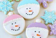 Atelier biscuits décorés / Des idées de biscuits à réaliser et à décorer avec vos enfants que ce soit pour Noël, Pâques, Halloween, un anniversaire, la Fête des mères...