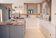 Ideas for a homely unique kitchen / How to feature oak in your kitchen for a unique feel