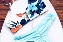 Bikini y piscina