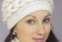 вязанные шапочки и шарфы