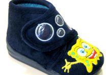 Zapatos niños de estar en casa tipo botita / Botitas muy cálidas y blanditas para estar por casa con pijamas de pie incorporado. Y también con pijamas normales porque son muy muy calentitas, la delicia de tu bebé.