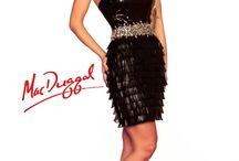 Strapcové šaty