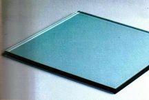 Mavi Cam, Temperli Cam, 0532 245 00 78 / Temperleme işlemi, camın kalınlığı ve boyutuna göre özel olarak, neredeyse ergime  noktasına yakın bir sıcaklığa kadar ısıtılıp, ani soğutulma işlemidir. Bu işlemden sonra camın görüntüsünde herhangi bir değişim yaşanmaz. Sadece camın kendi yapısına uygulanan işlemden ötürü cam sertleşir. Temperli cam işlemsiz cama göre yaklaşık 5 kat daha dayanıklı olup; kırıldığı zaman zar büyüklüğünde parçalara ayrılarak yaralanma riskini azalttığından güvenlik camı olarak kullanıma uygundur.