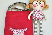 mochila con muñeca
