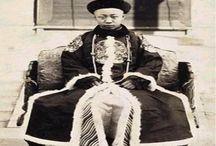 Uma análise da autobiografia de Pu Yi: O Último Imperador da China. / Saudações construtoras a todos os amigos e visitantes do Construindo História Hoje. Como todos já têm visto, tem sido momentos de grandes transformações para o Projeto Construindo História Hoje, e nenhuma dessas mudanças seria possível sem vocês, que de todos os meios contribuem para o bom desenvolvimento de nossa empreitada pelas veredas da história. Leia mais:  http://www.construindohistoriahoje.com/2013/09/uma-analise-da-autobiografia-de-pu-yi-o.html