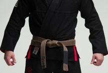 Gameness Black Air Gi / The Gameness Air Gi is one of the most popular Jiu-Jitsu Gis ever made.   The Air is one of the lightest jiu-jitsu Gis on the market, making it great for training in hot climates, when you need to save some weight at your next tournament, or just a comfortable every-day Gi. Used by pros and amateurs alike, you are likely to see the Air on the mats at any local tournament as well as the world championships. Our simply appointed branding keep this Gi understated and light.