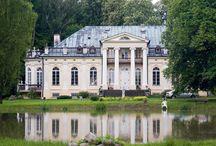 Kaleń - Pałac / Pałac w Kaleniu został zbudowany w latach 1840-45 z inicjatywy Seweryna Jańskiego. Jańscy sprzedali dobra kaleńskie Ludwikowi Makomaskiemu w 1889 roku. Ostatnim właścicielem Kalenia był Stanisław Okęcki. W 1945 r. po przebudowie wnętrz urządzono w pałacu przedszkole i ośrodek zdrowia. W 1992  został nabyty przez Czesława Adamowicza. W roku 2009 pałac udostępniony został dla gości – możliwe jest wynajęcie go dla potrzeb imprez, uroczystości, czy konferencji.