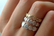Beauty: Accessories/Rings / by New Nostalgia | Amy Bowman
