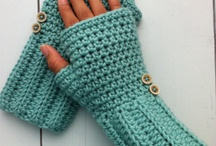 Crochet hand warmer - This website is SO good!