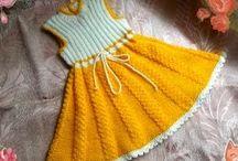 Sukieneczki na drutach i szydełku