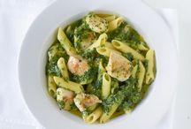 Spinat-Rezepte / Spinat ist gesund und reich an Vitaminen und Mineralstoffen. Ob roh im Salat, zu Fisch, Pasta oder als Suppe: Hier gibt es eine tolle Auswahl an köstlichen Spinat-Rezepten.
