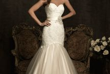 Sweetheart Wedding Dresses / Here are just a few of our favourite gowns with a sweetheart neckline.