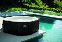 Spa gonflable & Conseils / Sélection de spas gonflables de la marque Intex et Bestway à découvrir en détail sur www.raviday-piscine.com. Découvrez nos conseils d'installation, de montage et d'utilisation de votre spa via notre blog raviday.com/blog !