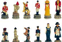 Schaakstukken / Zie je schaakstukken als mooie schakende vrouwen of als artistiek en esthetisch verantwoorde figuren op een schaakbord? Voor het laatste volg je dit bord.