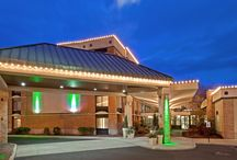 Holiday Inn Saratoga Springs / The Holiday Inn Saratoga Springs is a luxury hotel that offers first class accommodation and conference rooms. It also offers free high speed internet and tasty American Cuisine in their Bookmakers Restaurant located in the main lobby