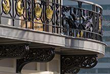 Wereld museum Rotterdam / In 2009 is de grootschalige renovatie van het wereldmuseum in Rotterdam afgerond. Ook van der Vegt heeft een rol in dit project mogen hebben.  Balkonconstructies zijn geheel vernieuwd en de balkonafwerking is in oorspronkelijke staat teruggebracht compleet met sierelementen
