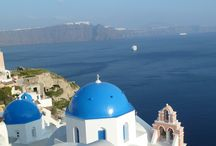 Greece - Santorini Delights / Travelers on our tour of Greece will enjoy an unforgettable walk on the island of Santorini. Walkers will make their way along the caldera rim, enjoying breathtaking and virtually continuous views out over the sea-filled shell of the volcano.