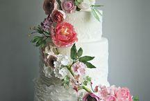 Floral wedding inspiration / Wedding inspiration with an abundance of flowers