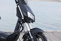 Le Z3 pour un environnement sain / Yadea France vous propose le Scooter Electrique Z3, un moyen de locomotion pensé pour réduire l'empreinte environnementale de vos déplacements, sans renoncer à tout le confort nécessaire à une utilisation agréable d'un deux roues motorisé.