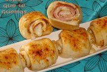 rollitos de pan con queso y beicon
