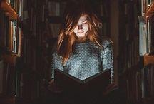 Portré + könyv