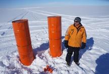 Base Belgrano II - 2013 - Antártida / Se está realizando el aprovisionamiento de la Base Belgrano II en la Antártida Argentina, desde aviones que arrojan la carga, ya que no ha sido posible llegar con un rompehielos.