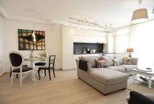 Apartament cu două camere amenajat de Irina Neacșu, Thecraft LAB, pentru THE PARK / Designerul Irina Neacșu și-a propus să armonizeze locuitul într-un spațiu compact cu senzația de aer liber. Pentru aceasta a ales să integreze culori, materiale, elemente subtile sau ludice care să ducă cu gândul la natură. Bugetul pe care l-a avut la dispoziție pentru amenajarea apartamentului cu un dormitor a fost de 8.500 EUR, fiind incluse aici accesoriile și electrocasnicele. Mai multe detalii găsiți pe www.thepark.ro