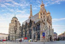 Áustria: Passeios em Viena / Uma das cidades mais fascinantes da Europa, Viena atrai visitantes de todo o mundo pela sua grande quantidade de atrações, por sua atmosfera aconchegante e por seu imenso legado cultural, criado ao longo de dez séculos de história. Confira mais dicas de viagem e nossos roteiros através do e-mail: info@teresaperez.com.br.