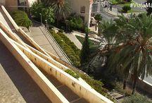 Mirador de Gibralfaro, Málaga. / Asciende por las veredas de La Coracha y el Monte de Gibralfaro para asomarte al balcón de Málaga, el Mirador de Gibralfaro, y descubre en el camino vistas y rincones que te dejarán sin aliento.