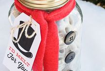 Mason Jar Christmas Gift Ideas / I'm dreaming of a Mason jar Christmas… how about you? Mason jars are great for the holidays as you can whip up Mason jar food recipes, Mason jar Christmas gifts, Mason jar Christmas decorations, & Mason jar Christmas crafts… all while staying on budget.   P.S. Most of these Mason jar projects are so easy you won't even need an elf helper!  For more Mason jar xmas ideas visit: http://masonjarbreakfast.com/.