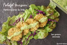 Falafel Burgers (Hmabúrgueres de Grão) / Hambúrgueres de Grão inspirados na receita tradicional Falafel, mas sem gordura adicionada! São vegan, sem soja, sem frutos secos e há opção sem glúten.