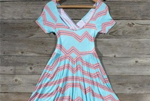 <3 Dresses  / by Hannah Green