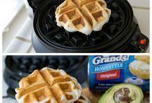 Waffle Iron Recipes / Who knew a waffle iron could be so versatile! Check out these waffle iron recipes!