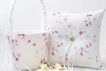 Trendfarbe Flieder / Hochzeitsdeko und Papeterie in Flieder liegt diese Saison voll im Trend! Bei uns findet ihr jede Menge schöne Accessoires und Inspirationen für eure Traumhochzeit <3