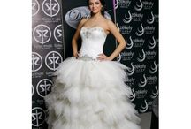 Wedding Dress Sample Sale / Elegant and luxurious, high quality wedding gowns by famous bridal designers. Sample gowns up to 70% OFF original price. Bridal Sample Sale!