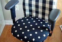 Cadeiras e poltronas / by Danielle Zerbini