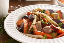 Easy Slow Cooker Holiday Menu / Brace your appetite for our complete holiday menu! It mixes traditional with trendy for crowd-pleasing plates from start to finish. Now you can plan your holiday dinner like a pro.