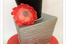 Topsy Turvy Cake Ideas / We're a bit fan of wild, wonderful and whimsical cakes. Topsy Turvy cakes are one of our favourite styles and we've put together a collection of ideas so you can make your own. Topsy Turvy cake, leaning cakes, unusual, cake frame