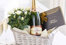 Flowers and Fizz / Champagne, Prosecco and flowers - what a combination to really celebrate!