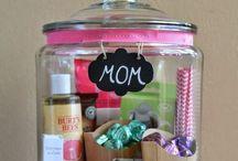 nlc.hu > Mother's Days / Anyukák, akiket nagyon szeretünk. Nemcsak anyák napján.