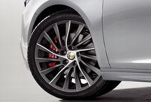 Alfa Romeo / Fundada en 1910, es una marca de automóviles de lujo que se distingue por ofrecer diseños vanguardistas, ingeniería de primer nivel y altas prestaciones.